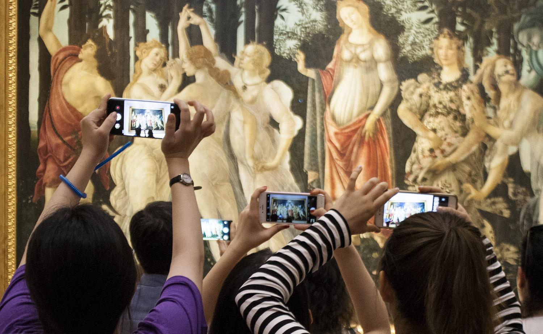 Turisti agli Uffizi. Dal progetto Grand Tourismo (2018) di Giacomo Zaganelli