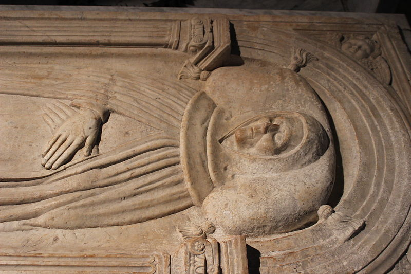 Roma, lo sfregio alla tomba del Beato Angelico, un monumento del Quattrocento