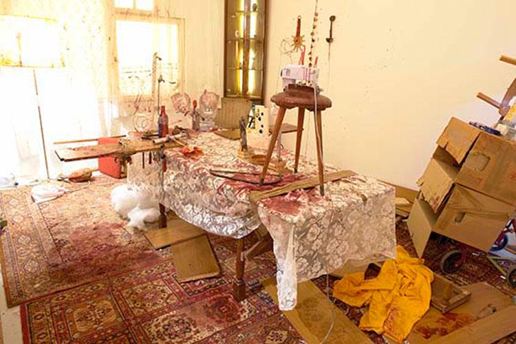 John Bock e i suoi universi surreali in mostra alla Fondazione Prada