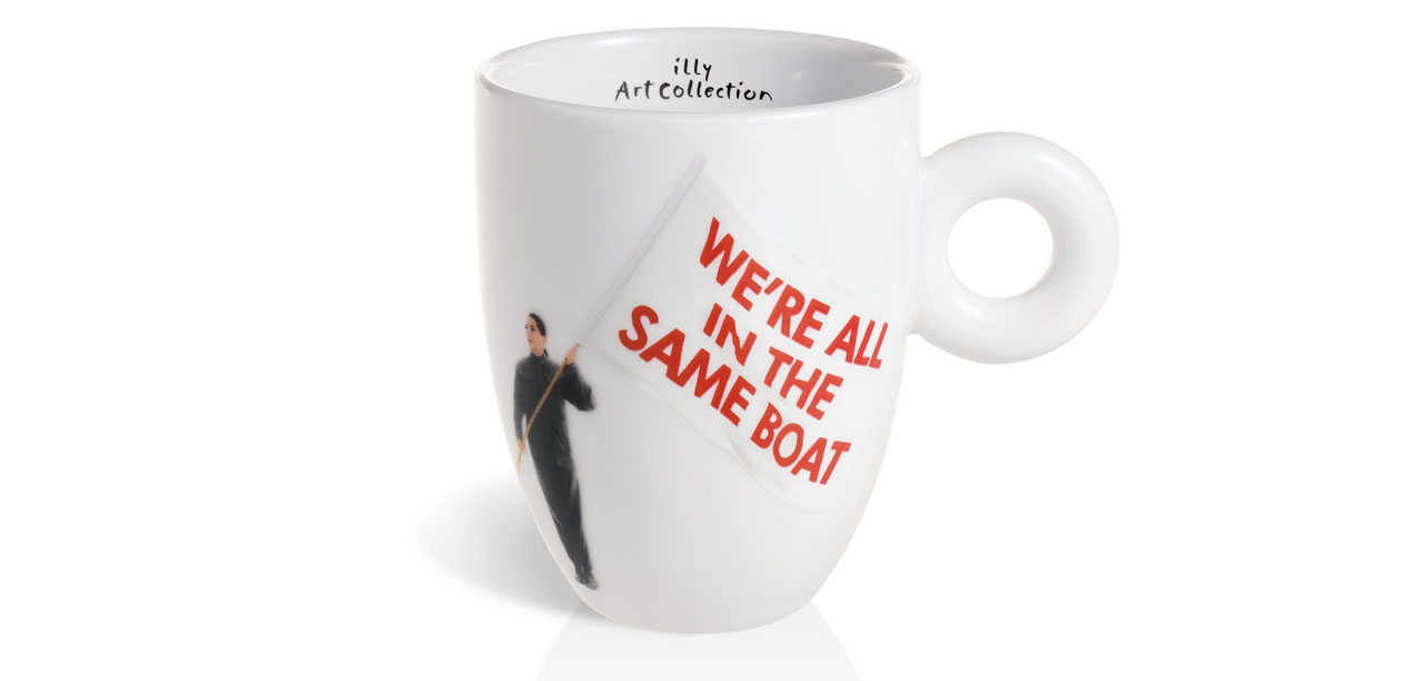 Il manifesto delle polemiche di Marina Abramović ora diventa una tazzina da caffè che tutti possono acquistare