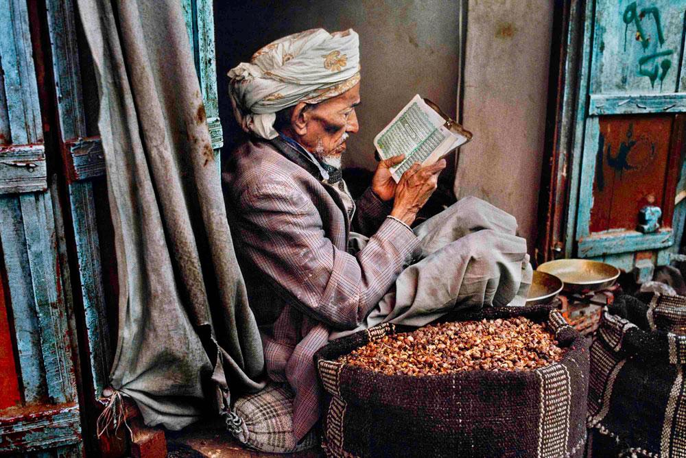 Prorogata la mostra Leggere di Steve McCurry a Roma