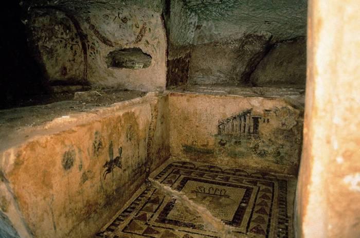 Marsala, lavori di pulizia riportano alla luce una necropoli cristiana dimenticata