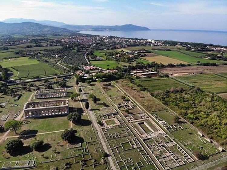 Paestum: tante iniziative per tutti i giorni. Il 30 e il 31 agosto ultime visite notturne e il 2 settembre ingresso gratuito
