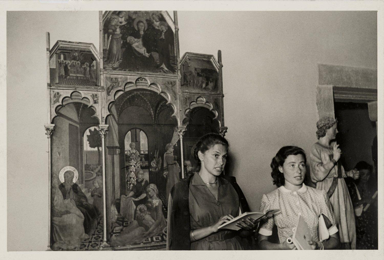 Firenze, le inedite foto di Paola Barocchi e gli scritti di Maria Fossi raccontano la città durante la guerra