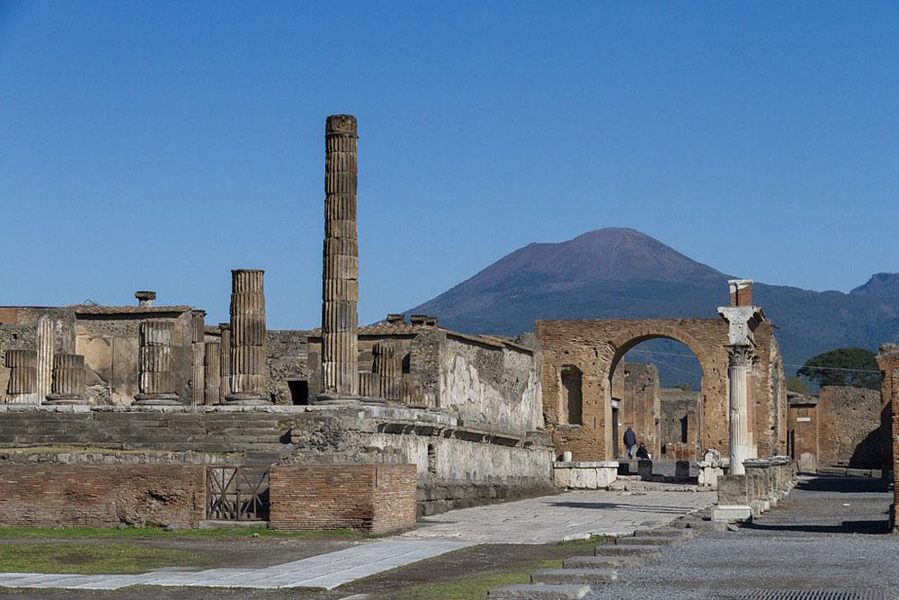 Scoperta una nuova domus a Pompei: è la Domus dei Delfini