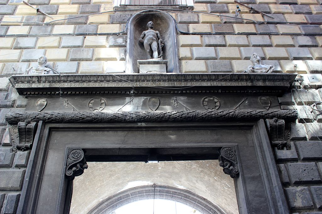 Terminato a Napoli il restauro del portone di Palazzo Diomede Carafa