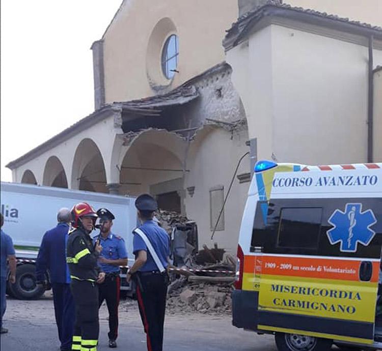 Chiesa del Pontormo, ci vorranno due anni per ricostruire il porticato rinascimentale abbattuto dal camion