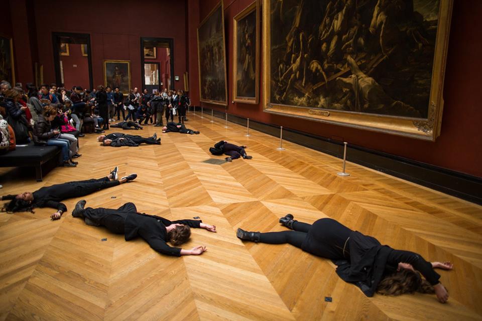 Louvre, protesta davanti alla Medusa di Géricault contro la Total che sponsorizza il massimo museo francese