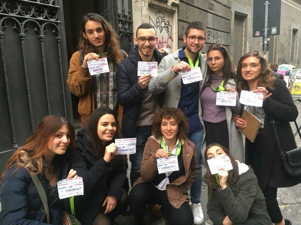 Napoli, studenti obbligati a fare i volontari per il FAI protestano, e la delegata chiede il 7 in condotta