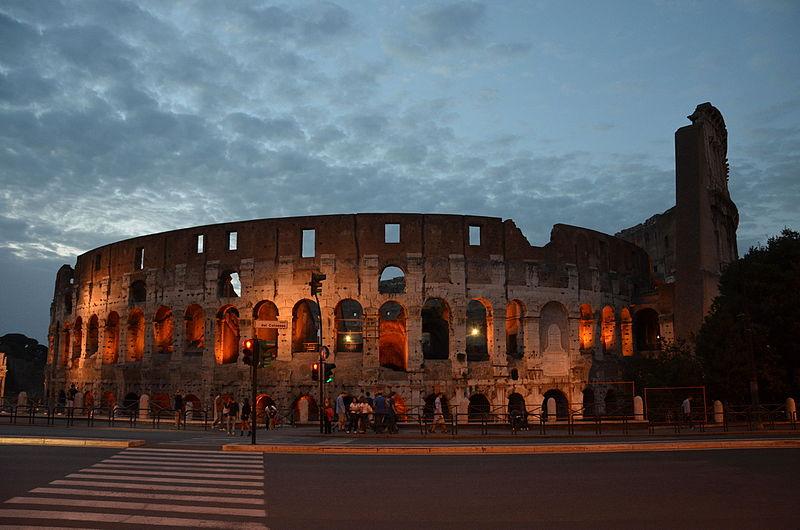 Roma, domani luci spente al Colosseo per commemorare le vittime del Ponte Morandi