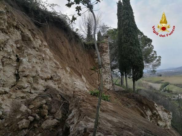 San Gimignano, crolla un tratto delle antiche mura medievali lungo 20 metri. Nessun danno a persone