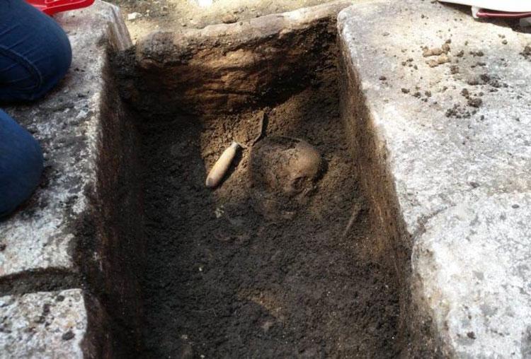 Rinvenuta a Pontelandolfo una tomba con un teschio e ossa umane