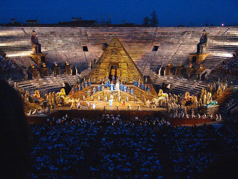 L'Arena di Verona si schiera contro il femminicidio