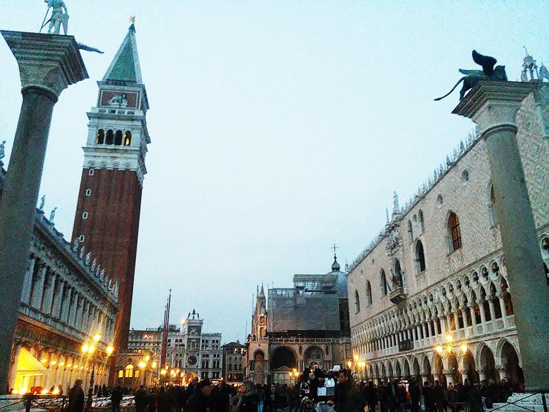 La manovra introduce anche il ticket per visitare Venezia a pagamento: potrà costare fino a 10 euro