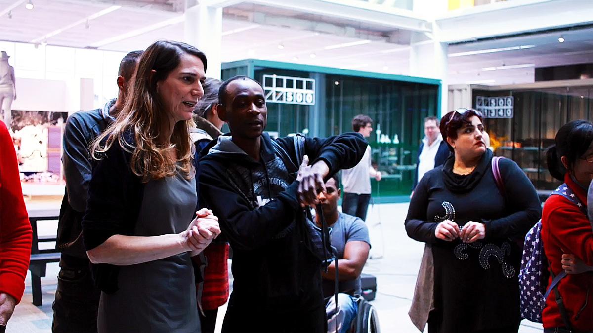 Momenti di un incontro che ha coinvolto locali e migranti al Museum Rotterdam, Olanda