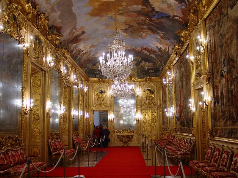 La Galleria degli Arazzi di Palazzo Clerici a Milano