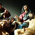 La spettacolare mostra di Anton Maria Maragliano a Genova, tra teatri sacri e meravigliose casse da processione