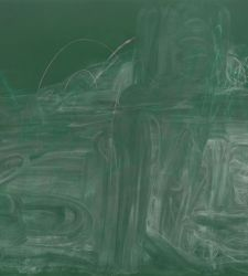 I chalk paintings di Rita Ackermann in mostra alla Triennale di Milano