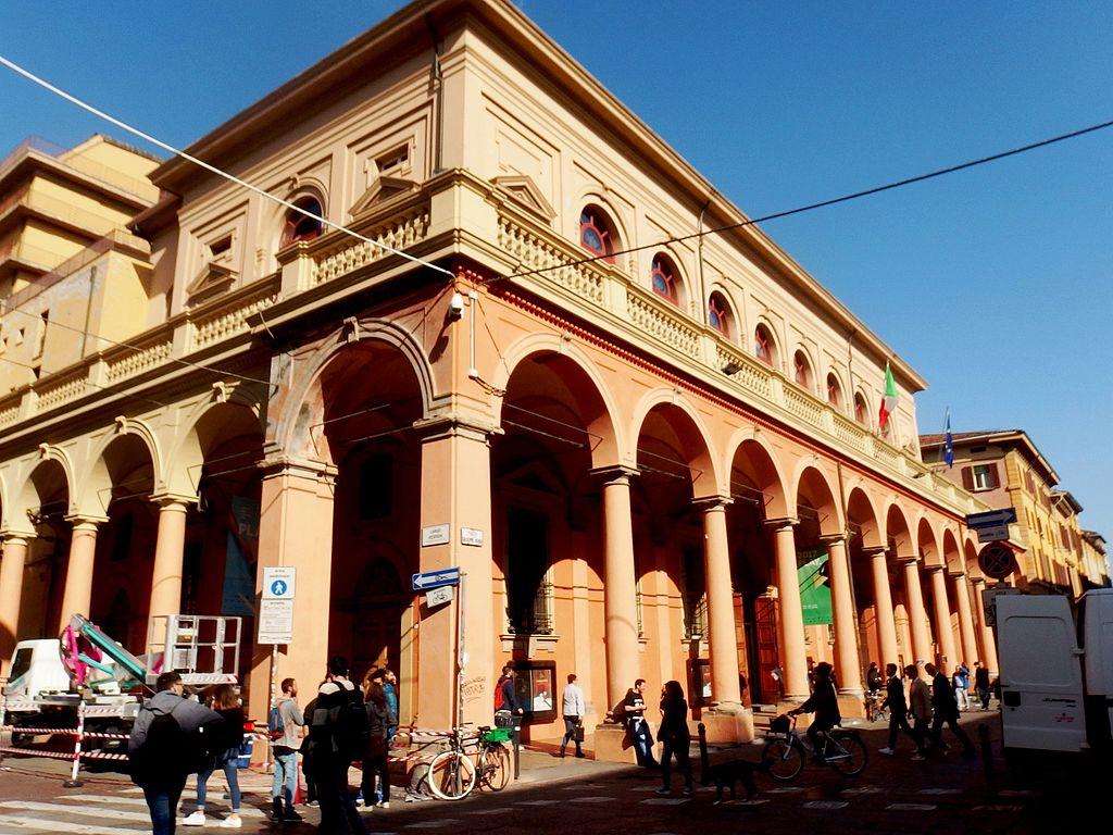 Il Teatro Comunale di Bologna, edificato sul luogo dove in antico sorgeva Palazzo Bentivoglio