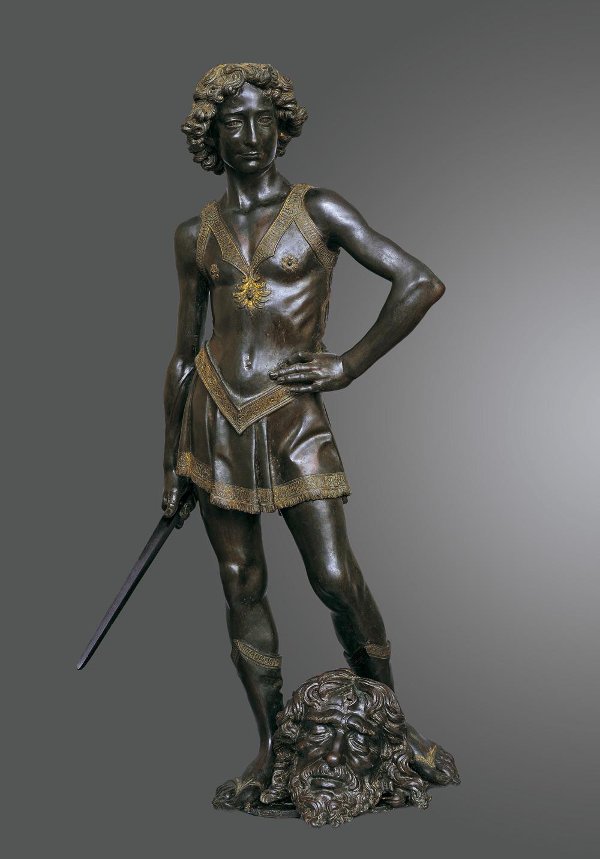 Andrea del Verrocchio, David vittorioso (1468-1470 circa; bronzo con tracce di dorature, 122 x 60 x 58 cm; Firenze, Museo Nazionale del Bargello, inv. Bronzi 450 - testa di Golia e inv. Bronzi 451 - David)
