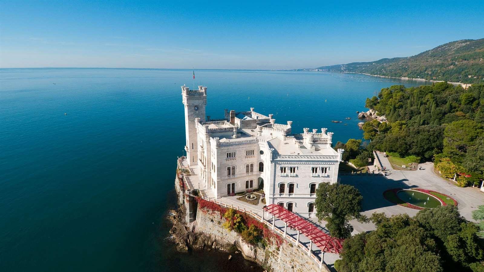 Trieste, vista sul Castello di Miramare