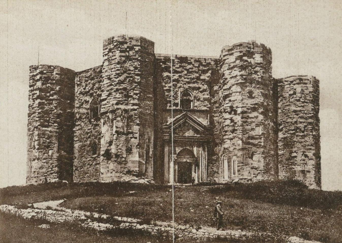 Castel del Monte in una cartolina degli anni Venti