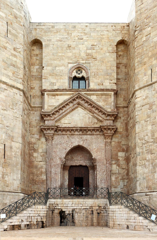 Il portale d'ingresso di Castel del Monte. Ph. Credit Francesco Bini