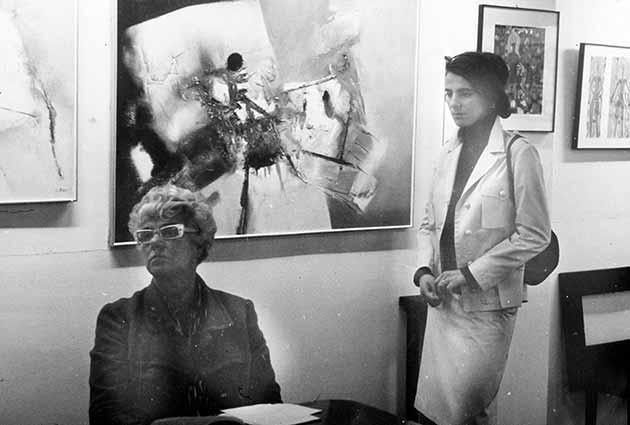 Peggy Guggenheim (a sinistra) con Živa Kraus (a destra) a Venezia, Palazzo Venier dei Leoni, nel 1966