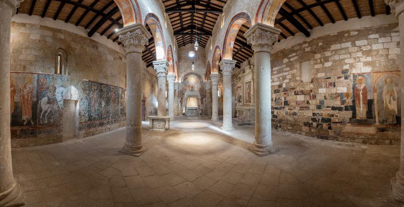 Interno della chiesa di Santa Maria di Cerrate