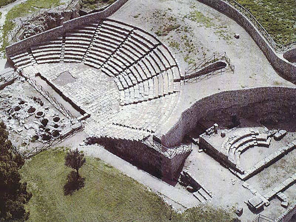 Il teatro greco di Akrai e il Bouleuterion