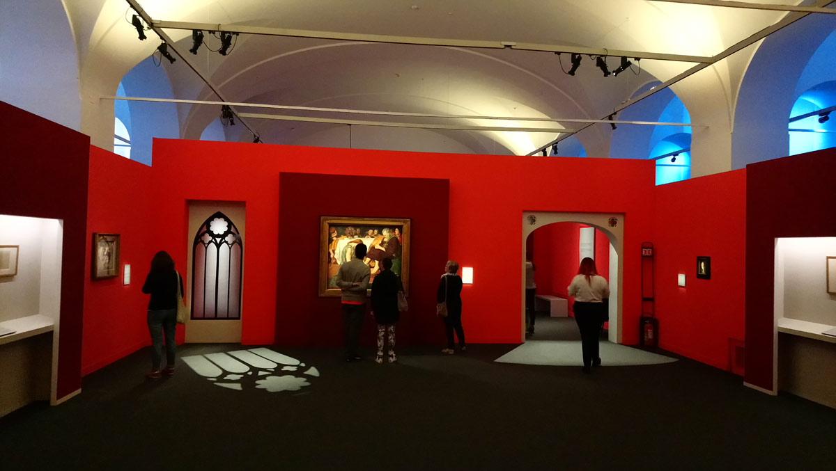 Sala della mostra Preraffaelliti. Amore e desiderio