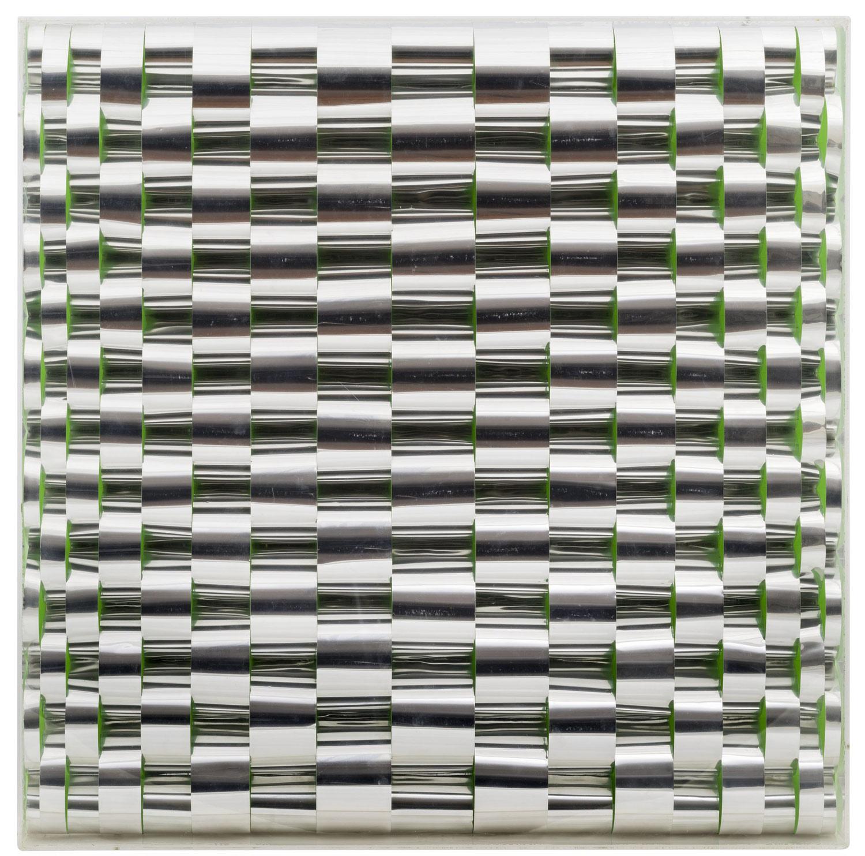 Marina Apollonio, Rilievo n. 505 (1968 circa; alluminio e pittura fluorescente su Masonite, 49,9 x 49,8 cm; Venezia, Collezione Peggy Guggenheim)