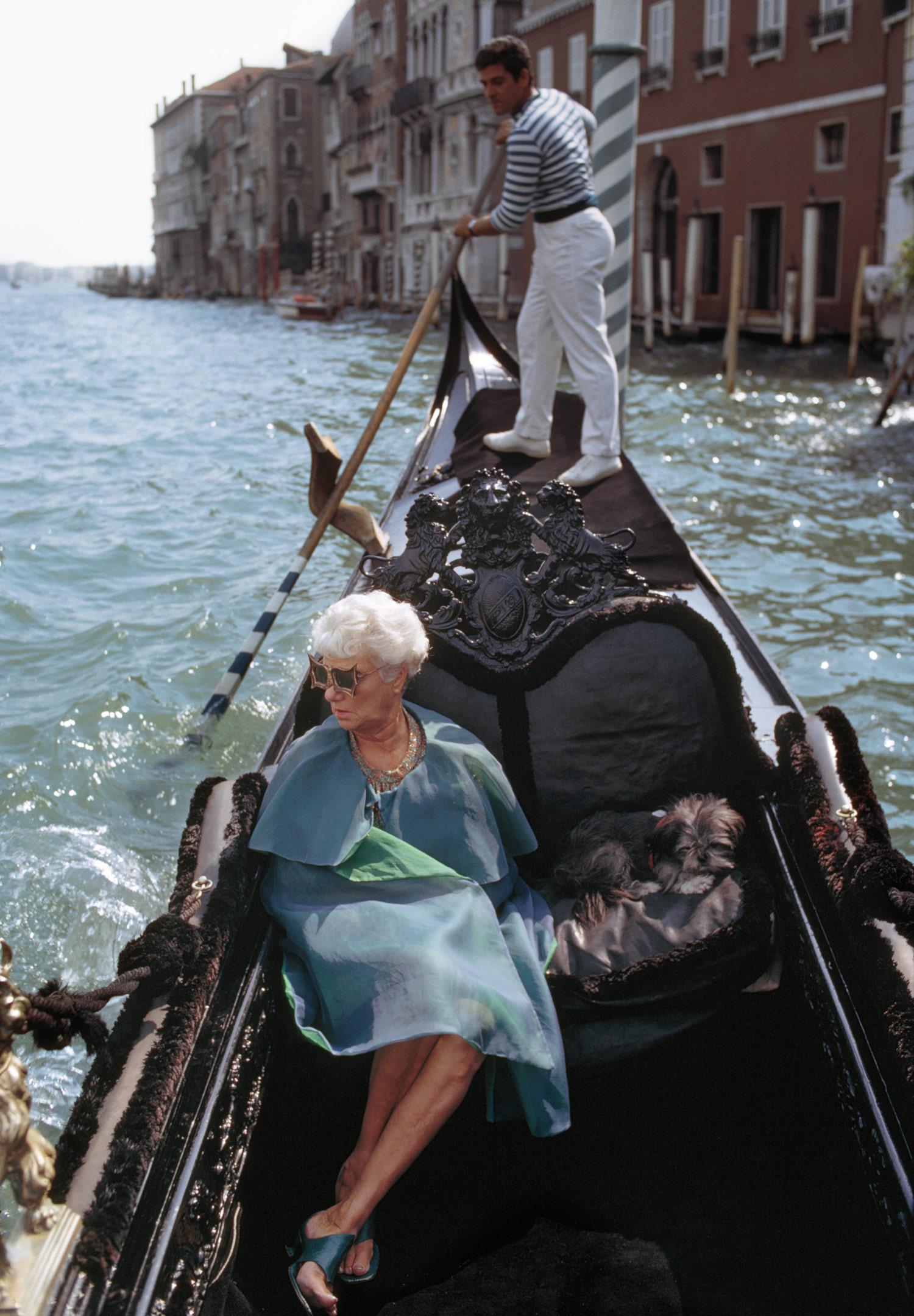 Peggy Guggenheim in gondola, Venezia, 1968. Photo Tony Vaccaro / Tony Vaccaro Archives