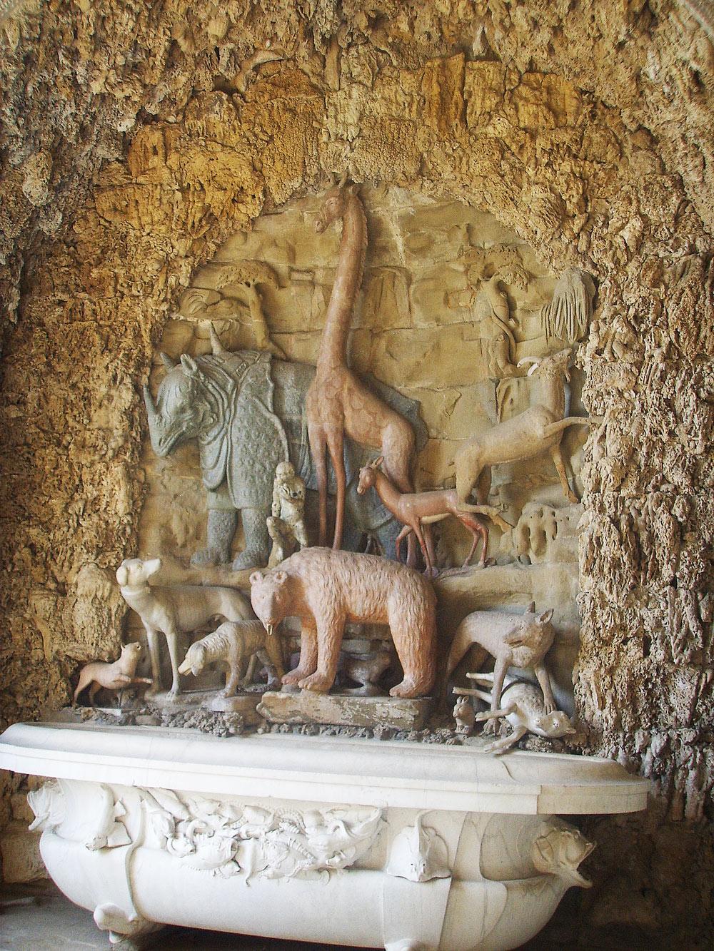 Niccolò Pericoli detto il Tribolo, Giambologna e altri, Grotta degli animali (1540-1541; gruppo scultoreo; Firenze, Villa Medicea di Castello)