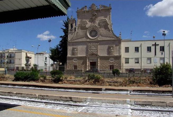 La chiesa oggi, dietro alla stazione dei treni