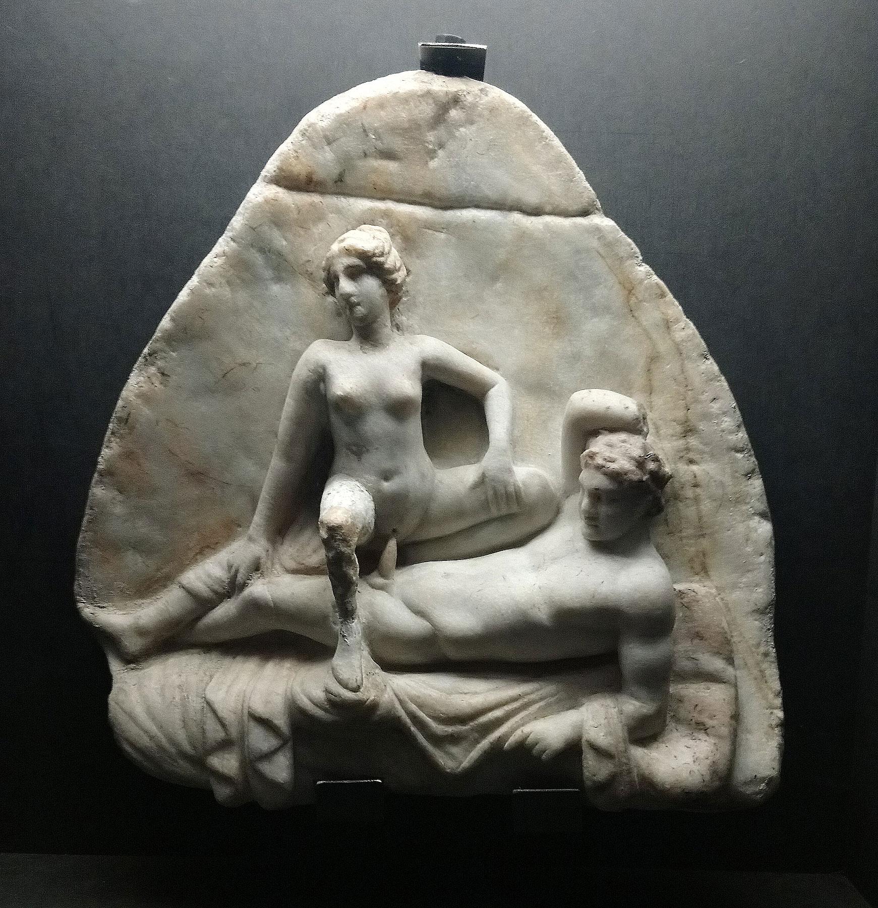 Arte romana, Rilievo con scena erotica (50 d.C. circa; marmo, 35 x 33 cm; Napoli, Museo Archeologico Nazionale, Gabinetto Segreto)