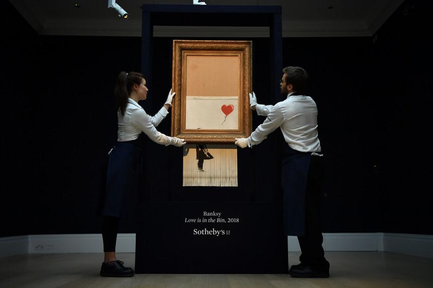 Love is in the bin di Banksy
