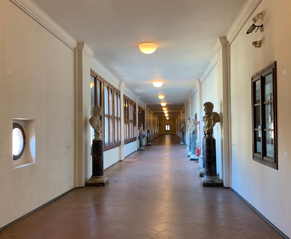 Dentro al Corridoio Vasariano