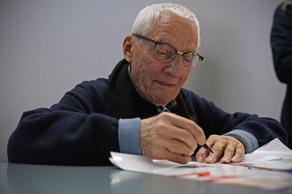 Addio ad Alessandro Mendini, uno dei più grandi designer italiani. Sua la famosa poltrona Proust