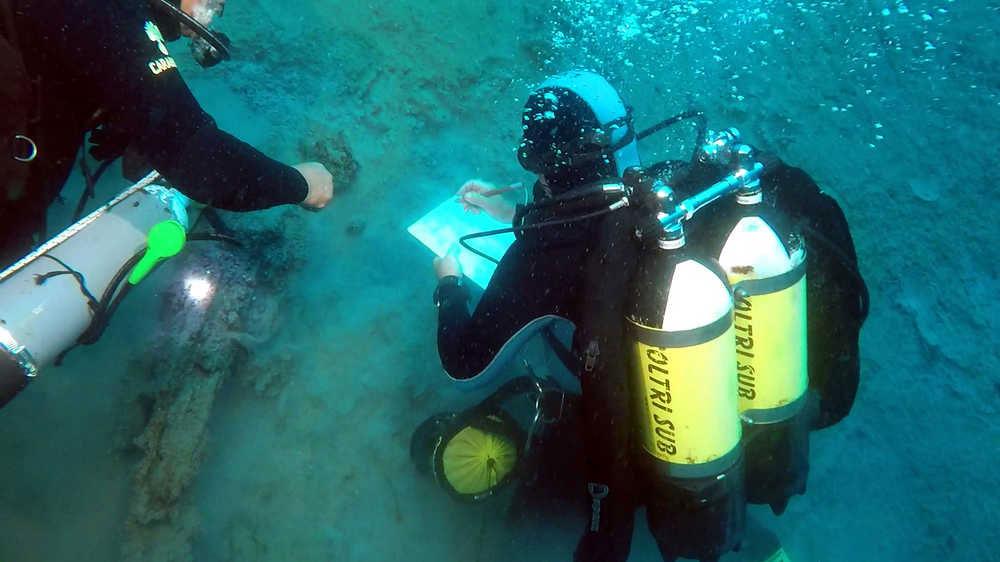 Scoperto un giacimento di anfore antiche nel mare di Reggio Calabria