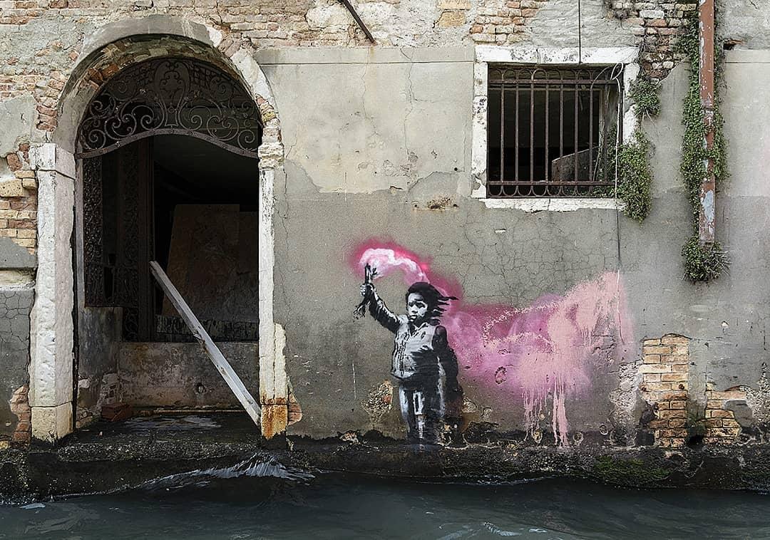 Banksy lascia un murale a Venezia, la Soprintendenza sporge denuncia, il pm chiede archiviazione