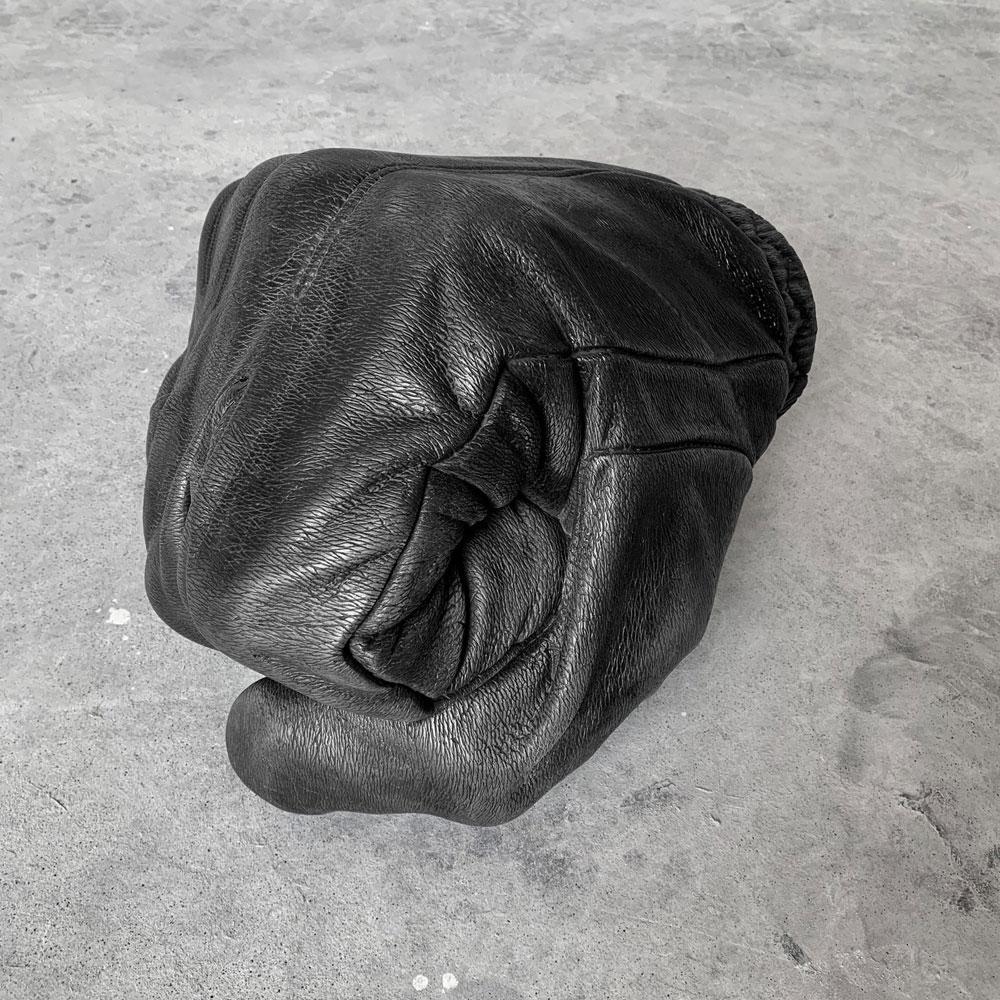 Black Fist, la personale di Fabio Viale alla Galleria Poggiali di Pietrasanta