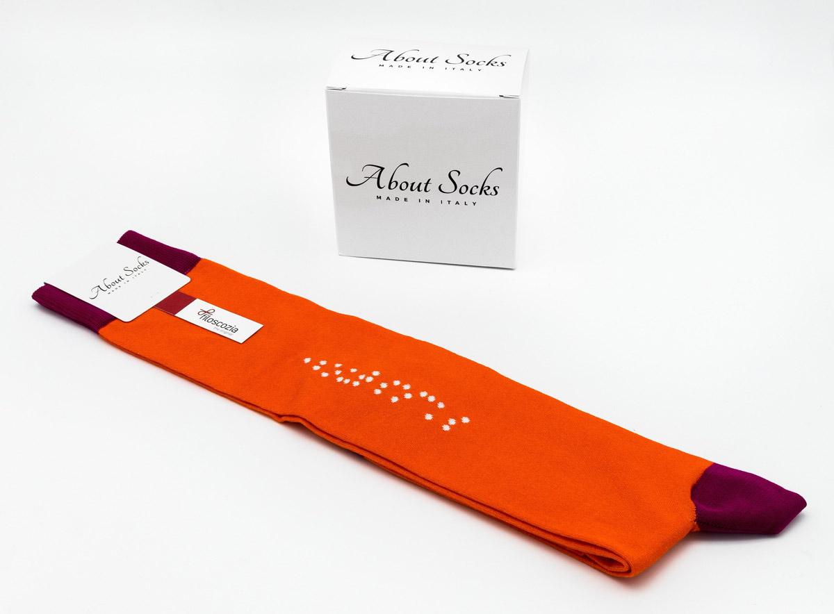 Giovane designer dell'Accademia di Bologna e start-up mantovana lanciano la calza Braille
