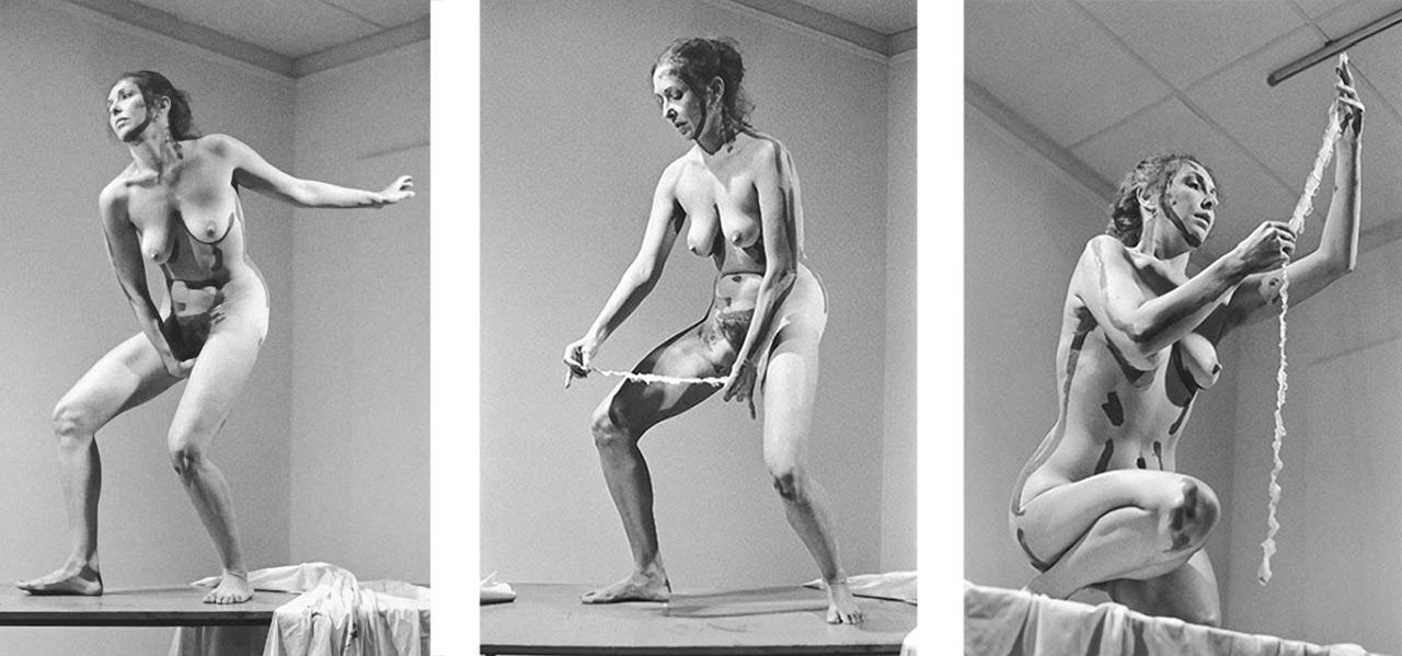 Addio a Carolee Schneemann, la pioniera della performance e della body art che ruppe tutti i tabù