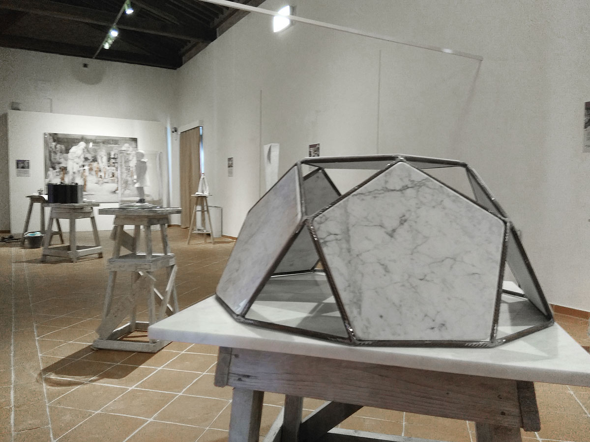 "Come nasce un'opera in marmo? A Carrara una mostra sui ""work in progress"" dei laboratori artigianali"