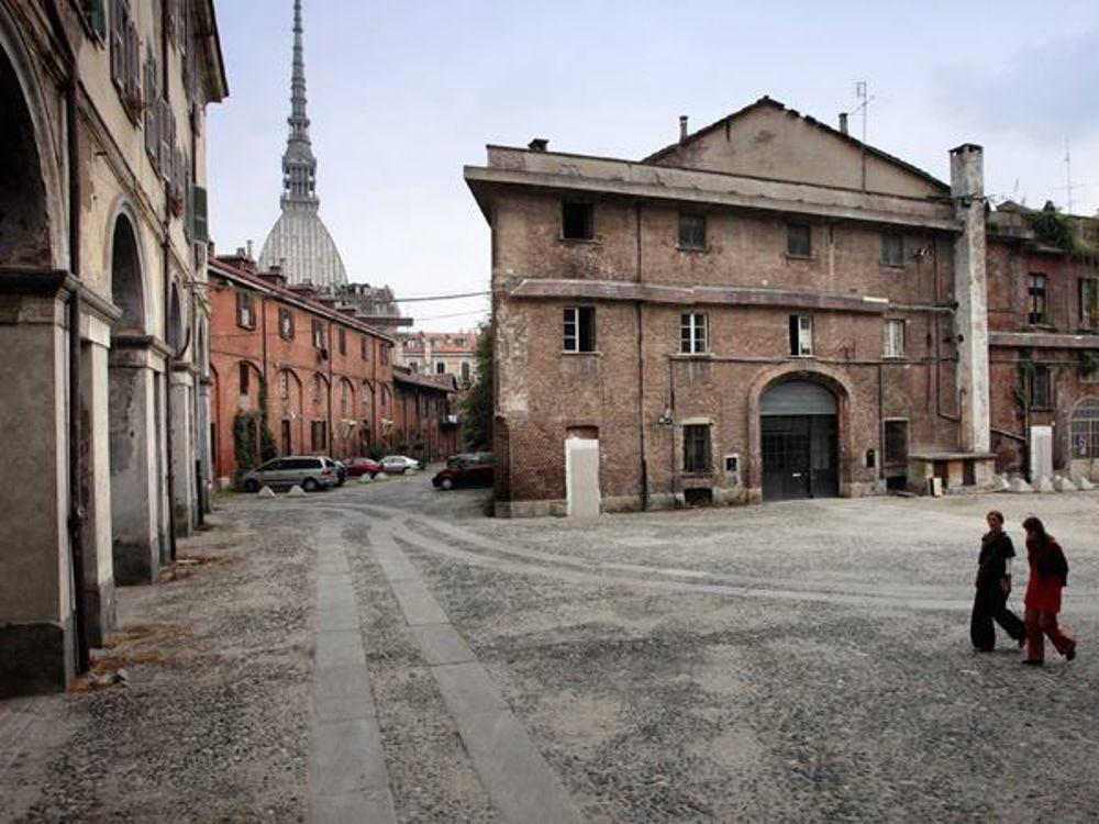 Torino, incendio alla Cavallerizza Reale, patrimonio Unesco. In fiamme il tetto