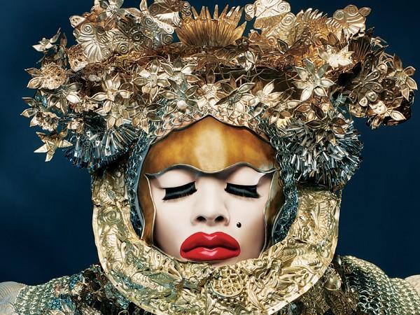 Inclusione tra arte e moda, la mostra di Daniel Lismore al Palazzo delle Arti di Napoli