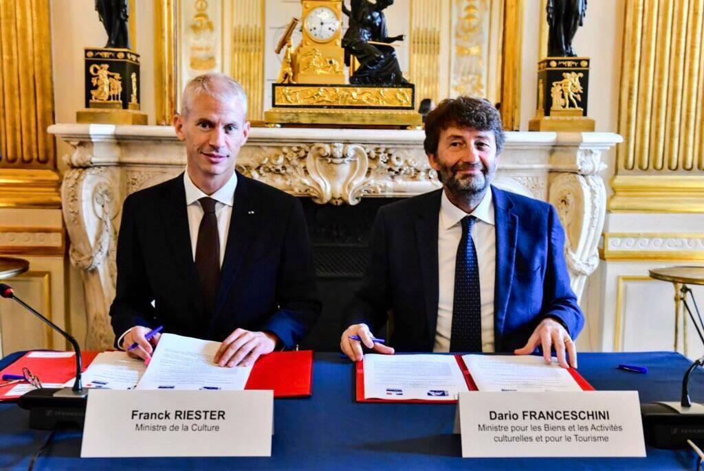 Franck Riester e Dario Franceschini firmano l'accordo per i prestiti