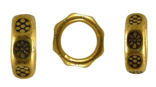 Inghilterra, scoprono un tesoro di monete vichinghe ma lo tengono nascosto: condannati a dieci anni di carcere