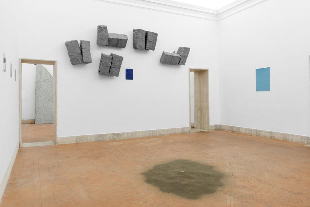 L'Accademia di San Luca ripercorre cinquant'anni di carriera di Giovanni Anselmo in una retrospettiva